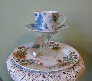 Tea cup pedestal
