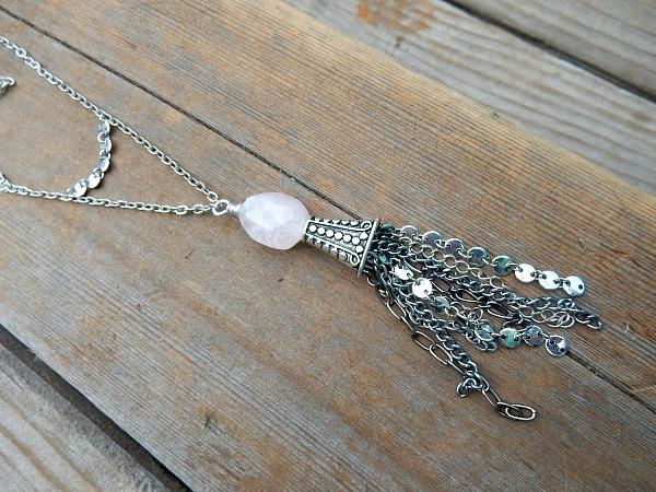 chain-tassel-close-up